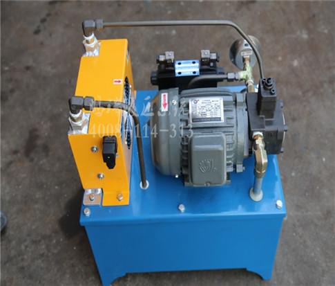 管件,管接头和各种信号转换器等 工作介质--液压油 液压站的工作原理