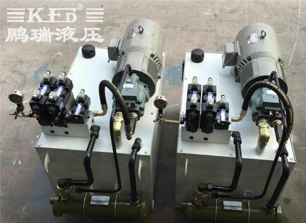 鹏瑞汽车立式装芯机液压系统图片