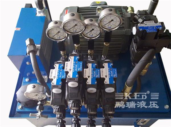 系统特点: 1、高压出力,高效率。 2、低噪音,流量大。 3、保压,平稳,可靠。 4、压力速度可调,电磁调速。  设计技术要点 1、汽车设备液压系统高压出力,要保证系统在正常油温下工作,配置高性能的风冷却器进行调控。 2、台湾高压柱寒泵。 3、台湾群策油压专用电机。 4、均匀分流,换向平稳。 5、台湾品牌液压配件。 汽车压入机产品明细展示图      温馨提示:本公司全部产品都可以提供非标量身定做!交货快!免费设计!售后无忧!欢迎广大客户来人来电咨询,服务热线:0757-82800663。
