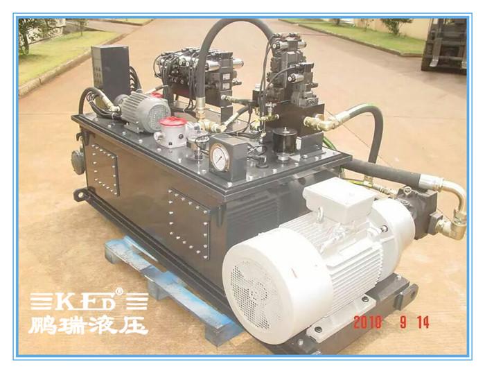 液压系统液压站产品展示图 液压系统液压站工作原理 电机带动油泵旋转图片