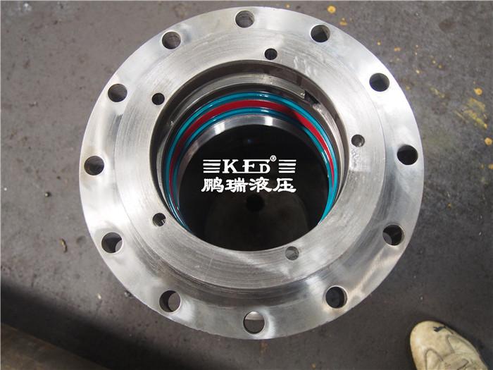 液压油缸的构成:缸盖,缸体及在缸体内滑动的活塞与活塞杆,密封件图片